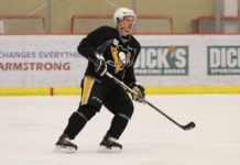 Crosby skates with Penguins team